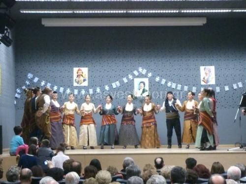 Το χορευτικό της Ενοριακής Εστίας του Ιερού Ναού Αγίου Γεωργίου Ασβεστοχωρίου