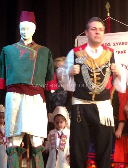 Οι ανδρικές Παϊζάνικες φορεσιές. Η παλιά (αριστερά) και η νεώτερη (δεξιά)