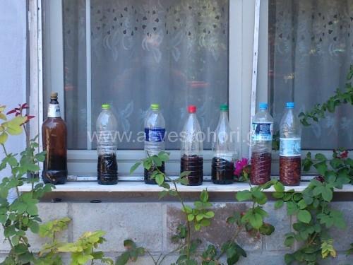 Αφού βάλουμε όλα τα υλικά στο μπουκάλι το τοποθετούμε σε ηλιόλουστο σημείο για να γίνει καλύτερη ζύμωση και μετά από έναν περίπου μήνα το ποτό είναι έτοιμο
